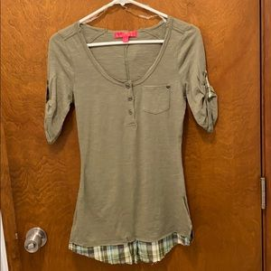 Almost famous quarter sleeve shirt size small